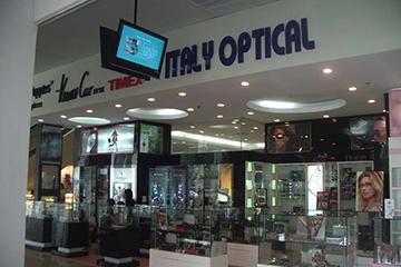 Một số gian hàng tại Hà Thành Plaza